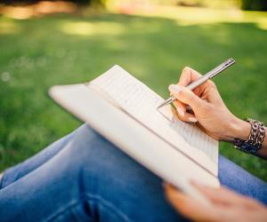 ستكون أكثر تنظيما وستقرأ أكثر ..سبعة فوائد ستغير من حياتك لو واظبت على الكتابة