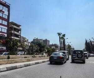 النشرة المرورية.. انسياب في حركة السير بطرق ومحاور القاهرة والجيزة