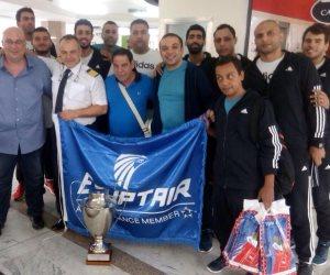 بعد حصولهم على البطولة الإفريقية.. بعثة الزمالك في الطريق إلى مصر (صور)