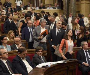 قادة كتالونيا يحذرون من خطورة رفض رئيس الإقليم المقال العودة إلى إسبانيا