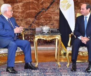 محمود عباس يصل القاهرة للقاء السيسي لبحث أزمة نقل السفارة الأمريكية