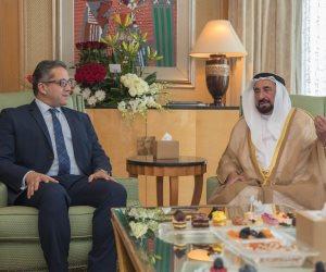 حاكم الشارقة يلتقي وزير الآثار في مقر إقامته بالقاهرة