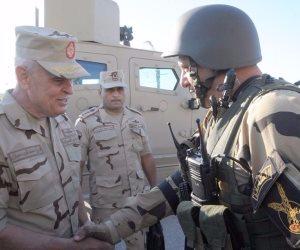 الفريق محمد فريد يتفقد عناصر القوات المسلحة والشرطة بسيناء