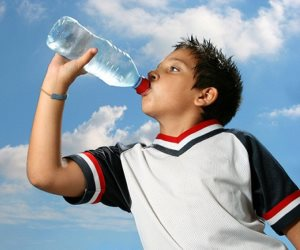 شرب لتر ونصف من الماء يوميا يساعد في التخلص من الدهون وتفادي الصداع