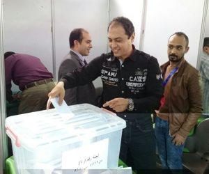 انتخابات نادي النصر.. عمرو عبد الحق يدلى بصوته (صور)
