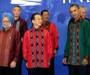 ترامب لم يكن الأول.. رؤساء ارتدوا الزي التقليدي لآسيا وأفريقيا (انفوجراف)