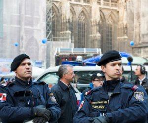 الشرطة السلوفاكية تضبط شاحنتين على متنهما 78 مهاجرا