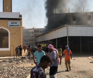 الوكالة الفرنسية: محاصرة مقر الحكومة اليمنية بالقصر الرئاسي في عدن