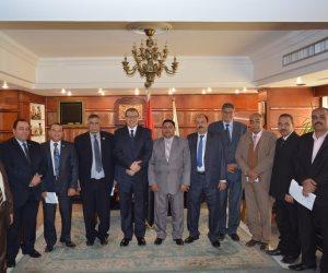 """التنظيمات النقابية ترفع شعار """"تحيا مصر"""" وتعلن التوافق حول قانون المنظمات النقابية (صور)"""