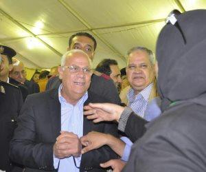 محافظ بورسعيد يصوت في انتخابات المصري (صور)