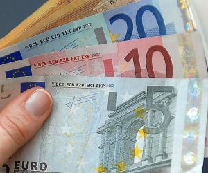 الشهية للمخاطرة ترفع اليورو لليوم الثاني معوضا أكثر من نصف خسائره