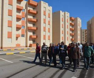 """محافظ البحر الأحمر يتفقد مشروع """"مساكن الجيش"""" بالغردقة"""