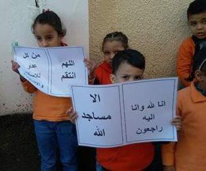 """أطفال مدرسة"""" المروة"""" بطور سيناء يرتدوا الملابس السوداء على أرواح شهداء الروضة"""