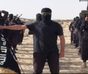 """""""ولاية سيناء"""" الإرهابي يبث فيديو قتل مواطن من قبيلة الترابين"""