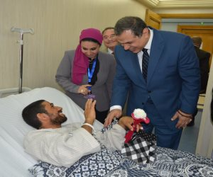 """وزير القوى العاملة يزور مصابي الإرهاب بحادث """"الروضة"""" (صور)"""