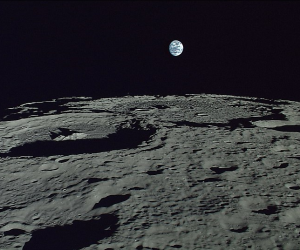 """""""قول آلو"""".. تقنية جديدة للهاتف المحمول من فوق سطح القمر"""