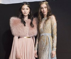 الفرو والتاج الرومانى.. أبرز تصميمات موضة شتاء 2018 لفساتين السواريه