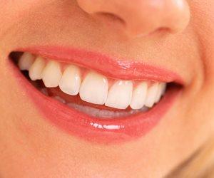 ملامحك تدل علي جاذبيتك.. حجم الجسم الصغير  والأسنان البيضاء والصوت بنبرة عالية