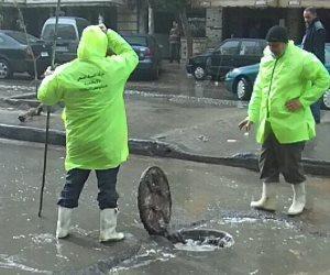 محافظة الإسكندرية تصرف تجمعات مياه الأمطار بمدخل البيطاش وأمام الحديد والصلب (صور)