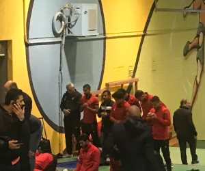 لاعبو الأهلي يؤدون صلاة المغرب قبل مواجهة الأسيوطي (صور)