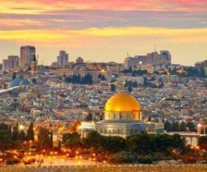 الظلام يكسو شجرة عيد الميلاد عقب قرار ترامب بشأن القدس