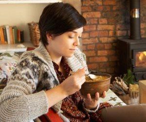 أطعمة احرص على تناولها فى فصل الشتاء لتحمى نفسك من الأمراض (انفوجراف)