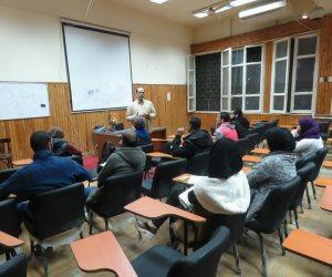 طلاب من مصر وأندونسيا والهند في دورة الصحافة بكلية دار العلوم (فيديو وصور)