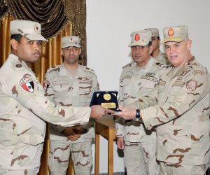 رئيس الأركان يلتقى دارسي المعاهد التعليمية للقوات المسلحة