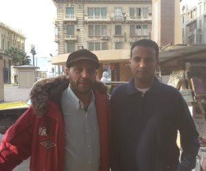 """بعد إزالة الكشك.. أقدم متعهد صحف بالإسكندرية: """" احنا بتوع الجرايد """" ( صور  )"""