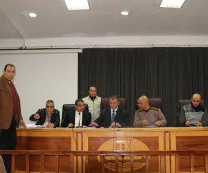محافظ كفر الشيخ يناقش مشاكل المواطنين ويطلق حملة لمحو الأمية