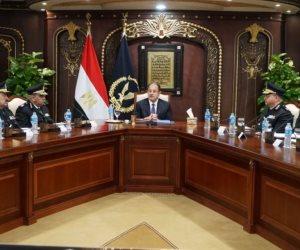 وزير الداخلية يجتمع بقيادات الوزارة لوضع خطة تأمين احتفالات الكريسماس (صور)