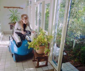 بالفيديو .. روبوت يعمل كرسى متحرك يسهل الاستخدام لذوي الحالات الخاصة