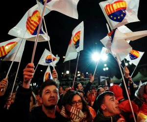 """بنسبة 80% من الأصوات .. انفصاليو كتالونيا يفوزون بأغلبية مقاعد البرلمان وأنصارهم يحتفلون """"صور"""""""