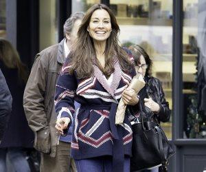 الحب سر ابتسامة ميلاني سايكس في شوارع لندن (صور)