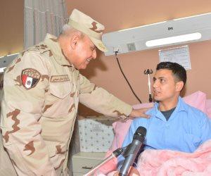 وزير الدفاع يزور مصابي العمليات الإرهابية من مقاتلي القوات المسلحة