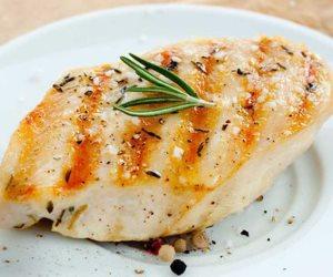 أطعمة غنية بالبروتين بدون لحم أحمر  أو دجاج .. منهم الحمص والتونة