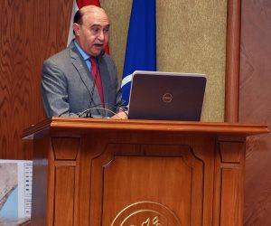 مهاب مميش يشهد حفل توزيع شهادات اجتياز الدورة التدريبية الأولى لربابنة القاطرات (صور)