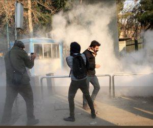 """""""الموت لخامنئي"""".. دعوات للتظاهر بـ 70 مدينة.. والمحتجون يتعرضون للضرب بالعصي والهراوات والرصاص الحي"""