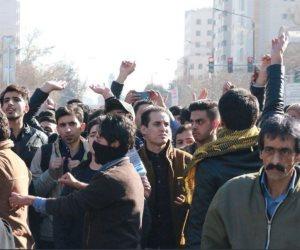 عقوبات ترامب تصل الشارع.. هل تُطيح احتجاجات زيادة البطالة بالنظام الإيراني؟