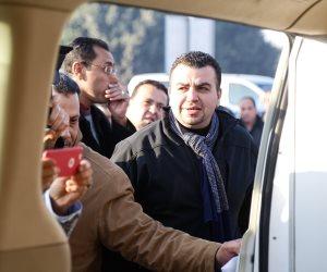 جثمان ابراهيم نافع يغادر مطار القاهرة لمثواه الأخير (صور)