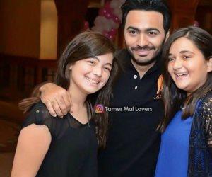 """ملك أحمد زاهر وشقيقتها مع تامر حسني: """"الحب الحب"""""""