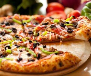 لو بتحب البيتزا والوجبات الجاهزة.. خبير تغذية فرنسي ينصحك بتناولها بالخضراوات
