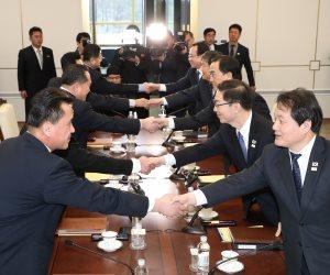 """بعد التوتر والتصعيد.. الكوريتين """"إيد واحدة"""" (صور)"""