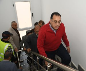 وزير الإسكان يتفقد أول نموذج لتشطيبات منطقة الفيلات بالعاصمة الجديدة (صور)