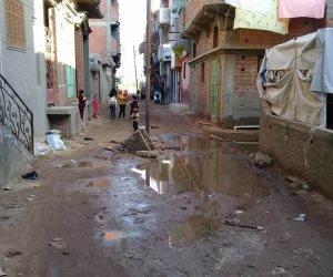 """المجاري تغرق """"كفر البطيخ"""" بدمياط والأهالي يطالبون بسرعة تنفيذ مشروع الصرف الصحي (صور)"""