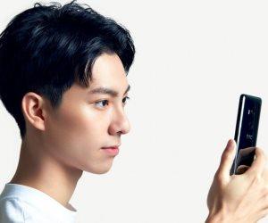 شركة HTC تطلق الهاتف الذكى الجديد U11 EYES في الأسواق