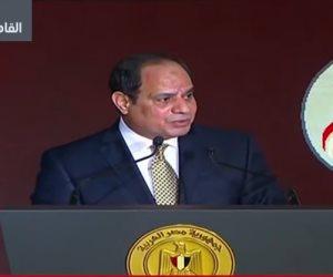 """السيسي لـ""""المصريين"""": وقف الخلق ينظرون كيف نبني قواعد المجد وحدنا"""