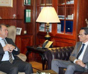 رئيس البورصة يبحث مع الرئيس التنفيذي لبنك الإسكندرية تطوير المشروعات الصغيرة