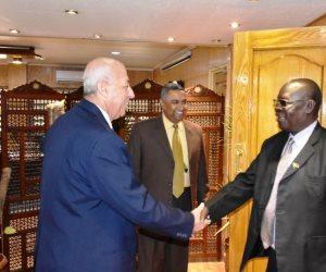 وفد وزاري من جنوب السودان يزور أسوان ويلتقي المحافظ والمستثمرين