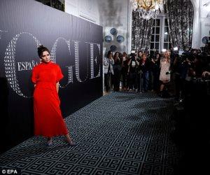 من جديد.. فيكتوريا بيكهام تتألق بالأحمر فى عشاء Vogue (صور)